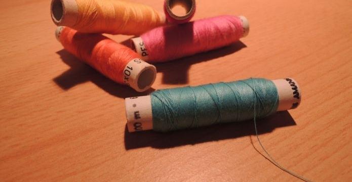 Ceník zakázkového šití: Co a za kolik pořídíte - nitě