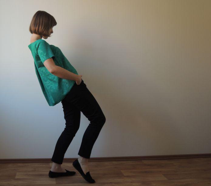 Zelený top s přehybem na zádech